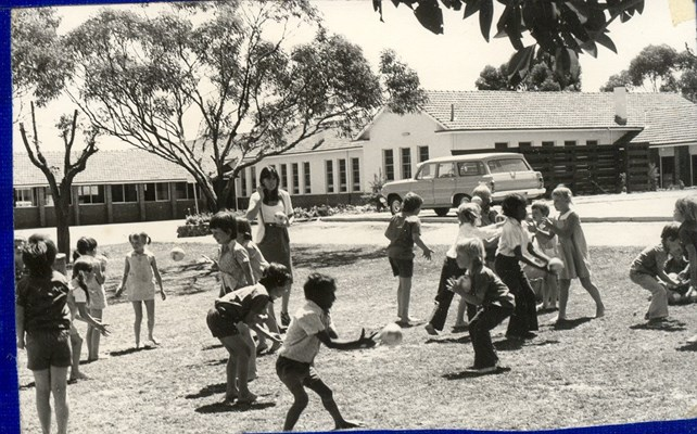 Historical Photos of Quairading - 1977 Year 1,2 Games in Miss Forrests